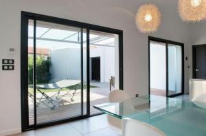 Bien choisir ses fenêtres, baies vitrées coulissantes en aluminium - Nantes 44