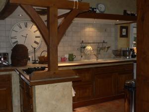 Travaux de rénovation de cuisine rustique, ancienne cuisine en chêne massif - Nantes 44