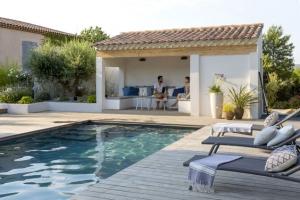 Plage de piscine avec terrasse bois - Nantes 44