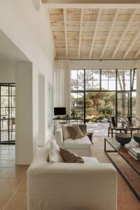 idées décoration plafond, lambris en bois vieilli - Nantes 44
