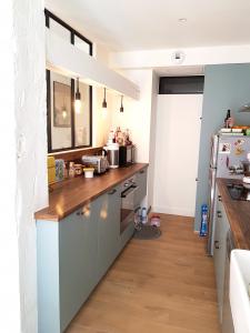 Aménagement d'une petite cuisine avec un couloir - Nantes 44
