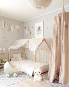 Aménagement chambre d'enfant, lit à baldaquin - Nantes 44