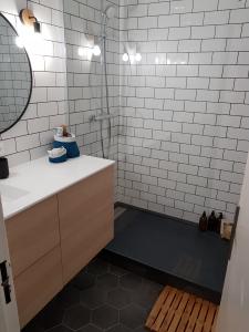 Optimistaion d'espace de salle de bain avec une douche italienne - Nantes 44
