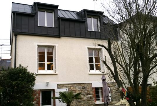 Surélévation métallique avec fenêtres verticales - Nantes 44