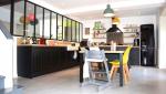 Cuisine semi-ouverte sur le salon avec verrière - Nantes 44